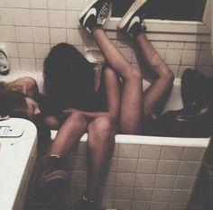 girl, party, and grunge image Grunge Photography, Tumblr Photography, Photography Ideas, Fotografia Grunge, Grunge Tumblr, Teenage Wasteland, Young Wild Free, Drunk Girls, Good Vibe