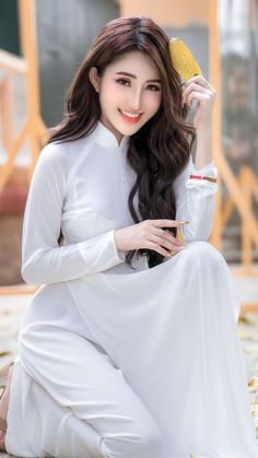 See More in Pintergram Vietnamese Traditional Dress, Vietnamese Dress, Traditional Dresses, Vietnamese Clothing, Pretty Asian, Beautiful Asian Girls, Long Dress Fashion, Fashion Fashion, Runway Fashion