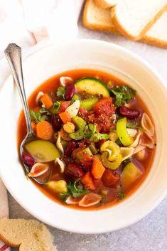 Easy Minestrone Soup - Life Made Sweeter Olive Garden Minestrone Soup, Instant Pot Yogurt Recipe, Instant Crock Pot, Slow Cooker Recipes, Crockpot Recipes, Soup Recipes, Meatless Recipes, Vegan Recipes, Instant Pot Pressure Cooker
