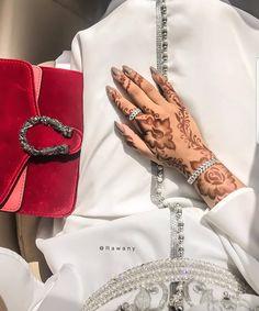 @shiama_caftan_moroccan @chic_morocco_fashion @trendycaftan @fashion.style.maroc @sofia_maroc_moda . . . . . . . #hijab #jellaba… Tribal Henna Designs, Indian Henna Designs, Modern Henna Designs, Latest Henna Designs, Mehndi Designs For Girls, Mehndi Designs For Fingers, Best Mehndi Designs, Simple Mehndi Designs, Henna Tattoo Designs