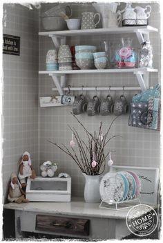 Oma koti onnenpesä Cottage Kitchens, Old Farm Houses, Interior Inspiration, Shabby Chic, Shelves, Antiques, Romantic, Home Decor, Interior Decorating