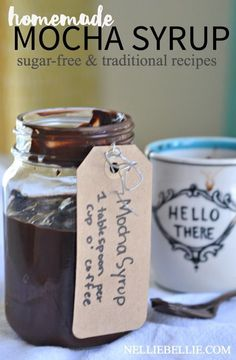 Make your own mocha syrup with only 4 ingredients. And it's ea… Make your own mocha syrup with only 4 ingredients. And it's easy, fast, and delicious! Save yourself some money at the coffee shop! Homemade Mocha, Homemade Syrup, Homemade Cafe, Homemade Baileys, Homemade Frappuccino, Homemade Ketchup, Homemade Smoker, Salsa Dulce, Expresso