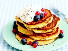 Nyttiga amerikanska pannkakor, finns det? Dessa är i alla fall glutenfria, gjorda på fiberhusk och mandelmjöl. Smaksätt med vanilj och kardemumma. Recept från boken LCHF för familjen.