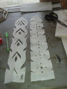 Dit zijn de linten die we op een decoratieve manier hebben bewerkt. De linten worden aan de onderkant van de lantaarn vastgemaakt.