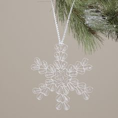 Splendid Ideas For Christmas Tree Decoration With Silver And Gold Ornaments - 15