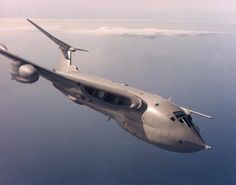 The aircraft we are presenting today has not only served as the bombing aircraft but also as a reconnaissance and an aerial refueling tanker. The name of this aircraft is Handley Page Victor which served for the British Royal Air Force. New Aircraft, Fighter Aircraft, Fighter Jets, Cargo Aircraft, Military Jets, Military Aircraft, Airplane History, Handley Page Victor, War Jet
