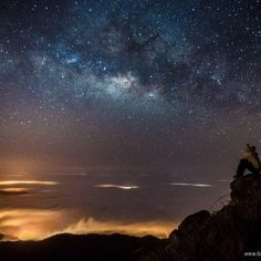 Milky Way Rising Over Lantau Peak, Hong Kong Beautiful World, Beautiful Places, Beautiful Sky, Earth From Space, To Infinity And Beyond, Sky And Clouds, Science And Nature, Milky Way, Night Skies