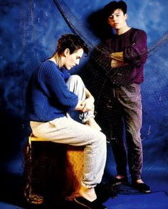 Why is my favorite 80s band (tears for fears) wearing sweats to a photo shoot? Huh?