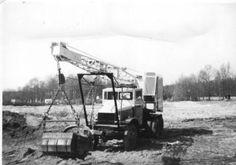 De firma Kwinten uit Westerhoven gebruikte GMC's behalve als kipper ook als drager voor hun (vermoedelijk Pasal) dragline (met dank aan Albert Kwinten).