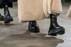 The 12 Definitive Accessories Trends Of Autumn/Winter 2019 Morgana Le Fay, Looks Style, My Style, Snakeskin Boots, Punk, Aesthetic Photo, Look Cool, Leather Fashion, Catwalk