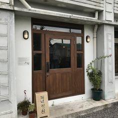 제주도 카페 : 저녁정원 : 네이버 블로그 Entrance Design, Facade Design, Door Design, Japanese Restaurant Design, Restaurant Entrance, Cafe Exterior, Cafe Concept, My Coffee Shop, Studio Kitchen