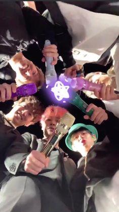 6 years with BTS 6 years together Foto Bts, Bts Taehyung, Bts Bangtan Boy, Jhope, Namjoon, Bts Memes, Gfriend And Bts, Kpop Gifs, Vkook