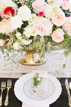 Pretty decor: http://www.stylemepretty.com/2015/04/03/red-pink-malibu-mountaintop-wedding/ | Photography: Onelove - http://www.onelove-photo.com/