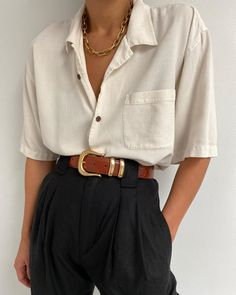 Silk blouse online paired with our raw silk Townes Trouser and Young Frankk Classic Chain 💫 Vintage Outfits, Retro Outfits, Casual Outfits, Vintage Fashion, Vintage Clothing, Look Fashion, 90s Fashion, Korean Fashion, Fashion Outfits