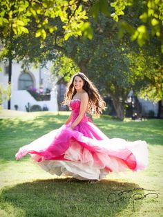 Spin the dress! Quinceanera Photography, Prom Photography, Pretty Quinceanera Dresses, Quinceanera Party, Quince Pictures, Prom Pictures, Sweet 16 Fotos, Sweet 15, Sweet Sixteen Pictures