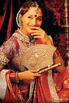 Madhuri Dixit in a still from Devdas Movie Bollywood Dress, Bollywood Jewelry, Indian Bollywood, Bollywood Stars, Bollywood Fashion, Madhuri Dixit, Indian Bridal Outfits, Vintage Bollywood, Beautiful Bollywood Actress