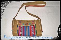 Cartera de cuero con aguayo peruano, totalmente artesanal, uniones tejidas al crochet y detalles en fieltro, broche iman