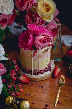 Pastel de Rosas / Rose cake with strawberry jam and french buttercream   Historias del Ciervo    Food Photography     David Austin Rose