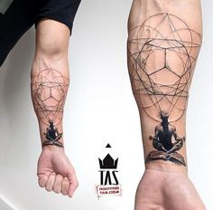 27 tatuagens geométricas surpreendentes - Uma linda tatuagem geométrica You are in the right place about tiny tattoo Here we offer you the m - Yoga Tattoos, Forearm Tattoos, Body Art Tattoos, New Tattoos, Sleeve Tattoos, Tattoos For Guys, Tatoos, Sternum Tattoo, Tattoo Thigh