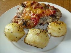 Pork with vegetables and béchamel sauce.