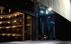 La salle du Châtelet vue depuis la scène , une des plus vastes de Paris avec l'Opéra Garnier