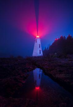 The Big Tub Lighthouse in Tobermory, Ontario. Lighthouse Lighting, Lighthouse Pictures, Tobermory Ontario, 4k Photography, Saint Mathieu, Big Tub, Gatlinburg Tennessee, Beacon Of Light, Aragon
