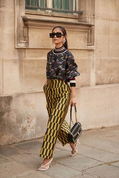 The Street Style Crowd Wore Plenty of Polka Dots at Paris Couture Week - Fashionista Street Style Trends, Best Street Style, Street Style Outfits, Mode Outfits, Street Chic, African Street Style, Stylish Street Style, Trendy Outfits, Basic Fashion