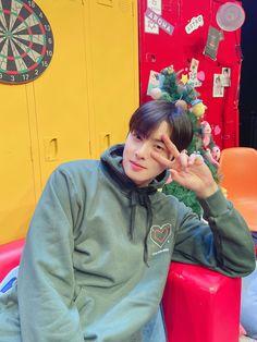 Suho, Cha Eunwoo Astro, Astro Wallpaper, Lee Dong Min, Handsome Korean Actors, Kdrama Actors, True Beauty, Boyfriend Material, Korean Singer