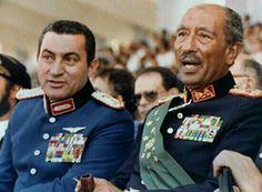 الرئيس السادات و نائبه مبارك أثناء العرض العسكرى السنوى يوم 6 أكتوبر