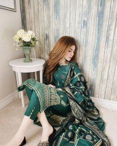Pakistani Fashion Party Wear, Pakistani Wedding Outfits, Indian Fashion Dresses, Indian Designer Outfits, Muslim Fashion, Asian Fashion, Beautiful Pakistani Dresses, Pakistani Formal Dresses, Pakistani Dress Design