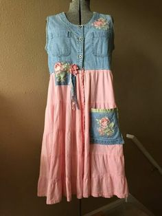 Details about Upcycled Open Front Denim Romantic Gypsy Duster Shabby Chic Pink Roses Dress Shabby Chic Pink, Diy Clothing, Sewing Clothes, Shabby Chic Clothing, Mode Outfits, Chic Outfits, Estilo Hippie, Mode Jeans, Altered Couture