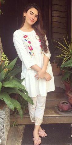 Pakistani Dresses Party, Simple Pakistani Dresses, Pakistani Dress Design, Girls Fashion Clothes, Girl Fashion, Girl Outfits, Fashion Outfits, Girls Dress Pic, Girls Dresses