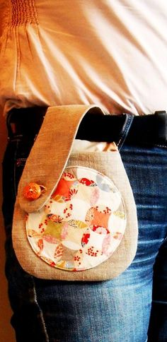 Belt smartphone linen pouch and Japanese fabric – – Bags Japanese Knot Bag, Japanese Fabric, Japanese Bags, Sewing Tutorials, Sewing Projects, Crochet Projects, Bag Tutorials, Fabric Bags, Fabric Basket