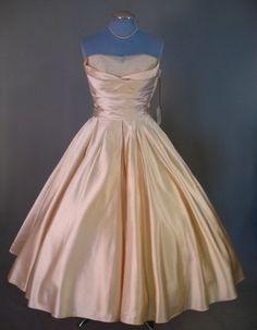 Vintage Party Dresses, Vintage Gowns, 50s Dresses, Satin Dresses, Pretty Dresses, Beautiful Dresses, Vintage Outfits, Vintage Clothing, Look Retro