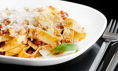 De originele Bolognesesaus: Ragù Bolognese via @paolosnl Lasagne Recipes, Pasta Recipes, Ragu Bolognese, Pasta Noodles, Italian Recipes, Food Inspiration, Macaroni And Cheese, Good Food, Favorite Recipes