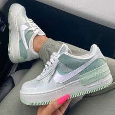 Dr Shoes, Hype Shoes, Me Too Shoes, Shoes Sneakers, Cute Nike Shoes, Nike Custom Shoes, Green Nike Shoes, Blue Nike, Casual Sneakers