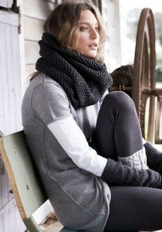 I miss living in a country that has winter as a season! I really want to wear my scarves, legwarmers, and all that fun stuff again.