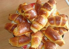 It is a simple recipe for bagels. Butter dough is obtained and, most importantly, do not wait until it is suitable, immediately after mixing, you can start Cake Flour Recipe, Dog Cake Recipes, Le Croissant, Homemade Pastries, Good Food, Yummy Food, Dog Cakes, Romanian Food, English Food