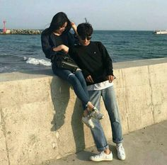 Find images and videos about love, aesthetic and ulzzang on We Heart It - the app to get lost in what you love. Korean Best Friends, Boy And Girl Best Friends, Couple Ulzzang, Ulzzang Girl, Cute Korean, Korean Girl, Senior Photography, Couple Photography, Ullzang Boys