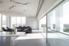 Layers of white – this is how the architects from Pitsou Kedem Architects call their new penthouse project located in Tel Aviv. Spacious, modern and full of Minimalist Interior, Minimalist Home, Modern Interior Design, Interior Architecture, Interior Ideas, Pitsou Kedem, Interior Minimalista, Living Room Modern, Living Rooms
