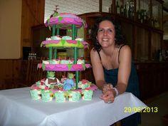 Hasta la Kocina y Más Allá: Todo para una boda-bautizo: soporte, muñecos de fondant, cupcakes y tarta