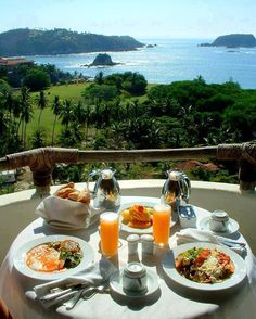 Nadire Atas on Dining Al Fresco Good morning! Breakfast Around The World, Hotel Breakfast, Eat Breakfast, Perfect Breakfast, Romantic Breakfast, Recipe Of The Day, Outdoor Dining, A Table, The Good Place
