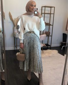 Shop Your Screenshots™ with LIKEtoKNOW.it, a shopping discovery app that allows you to instantly shop your favorite influencer pics across social media and the mobile web. Skirt Ootd, Cute Skirt Outfits, Cute Skirts, Modest Outfits, Modest Clothing, Abaya Fashion, Modest Fashion, Skirt Fashion, Fashion Outfits