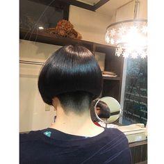 自分らしいヘアスタイルって。 Asian Bob Haircut, Short Stacked Bobs, Thick Bangs, Shaved Nape, Stacked Bob Hairstyles, Hair Tattoos, Hair Dye Colors, Bowl Cut, Bad Hair