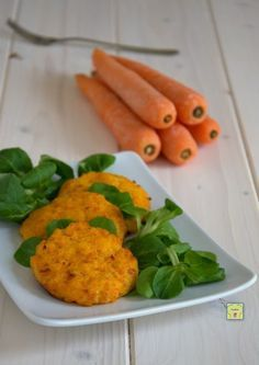 Crocchette di carote Veggie Recipes, Baby Food Recipes, Vegetarian Recipes, Cooking Recipes, Healthy Recipes, Antipasto, Vegan Burger Recipe Easy, Superfood, Chicken And Chips