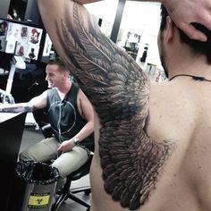 Creative Guys Wing Back Tattoo Ideas