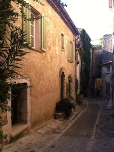 Saint-Paul de Vence, Côte d'Azur (French Riviera), by www.yourguideboba
