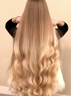 Long Hair Play, Very Long Hair, Women Haircuts Long, Voluminous Curls, Blonde Hair Looks, Casual Hairstyles, Prom Hairstyles, Luscious Hair, Playing With Hair