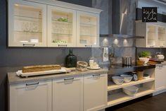 Landhausküche mit exklusivem Kochfeld