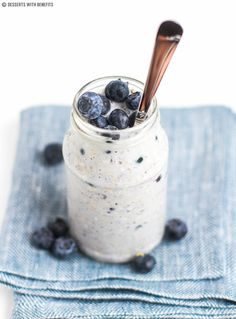 These Blueberry Muffin Overnight Dessert Oats are like a blueberry muffin but in oatmeal form! Sugar free, low fat, high fiber, gluten free, and vegan too Overnight Breakfast, What's For Breakfast, Overnight Oats, Breakfast Recipes, Hotel Breakfast, Breakfast Buffet, Brunch Recipes, Healthy Spring Recipes, Healthy Food Options